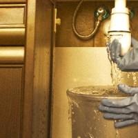 plumbing-emergency-taking-place-in-kitchen